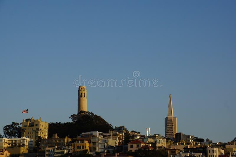 Ορίζοντας στο ηλιοβασίλεμα στο Σαν Φρανσίσκο στοκ φωτογραφία με δικαίωμα ελεύθερης χρήσης
