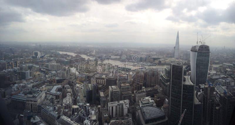 Ορίζοντας Τάμεσης πόλεων του Λονδίνου το Shard στοκ φωτογραφία