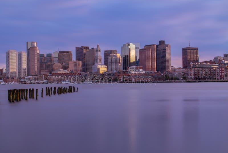 Ορίζοντας της Βοστώνης στο ηλιοβασίλεμα στοκ φωτογραφία