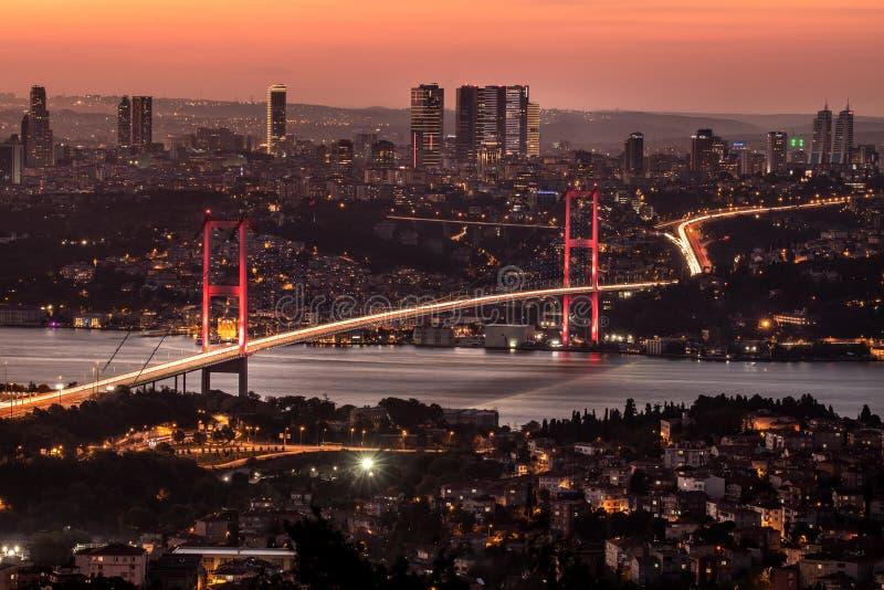 Ορίζοντας της Ιστανμπούλ στο ηλιοβασίλεμα από την κορυφή Camlica στοκ φωτογραφίες