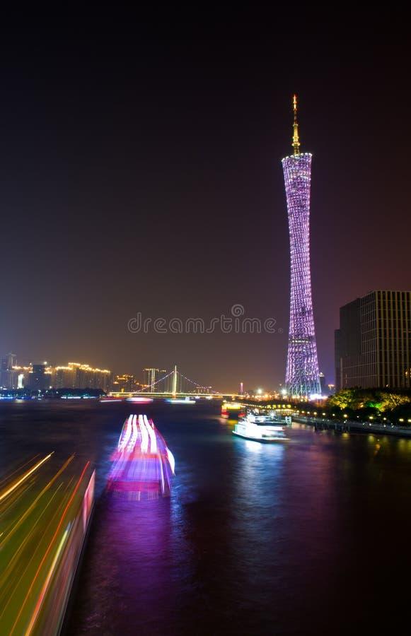 Ορίζοντας της πόλης τη νύχτα στοκ εικόνες