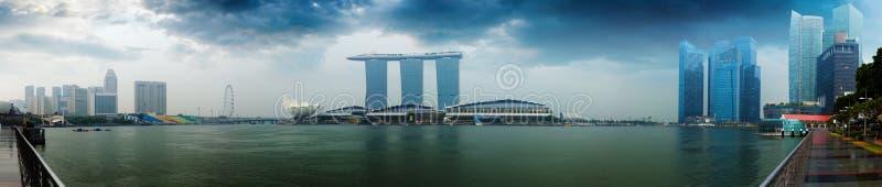 Ορίζοντας της Σιγκαπούρης - ξενοδοχεία και γραφεία με το πανόραμα αντανάκλασης στοκ φωτογραφία με δικαίωμα ελεύθερης χρήσης