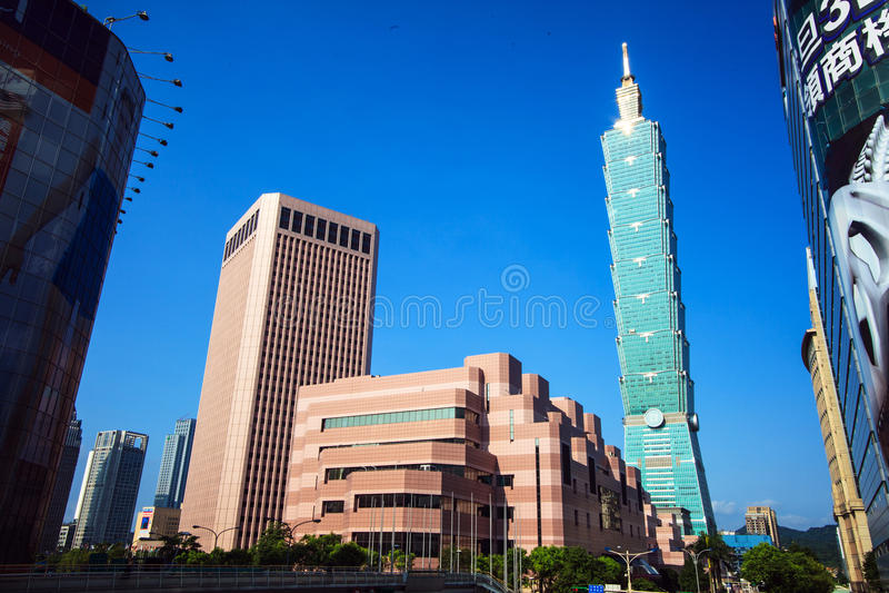 Ορίζοντας της Ταϊπέι, Ταϊβάν που αντιμετωπίζεται κατά τη διάρκεια της ημέρας στοκ εικόνα με δικαίωμα ελεύθερης χρήσης