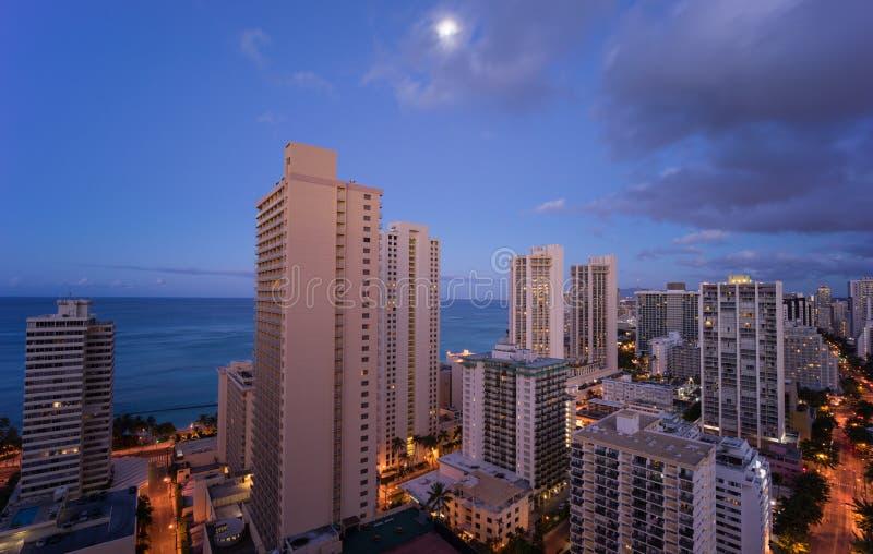 Ορίζοντας της Χαβάης κάτω από το σεληνόφωτο στοκ φωτογραφία
