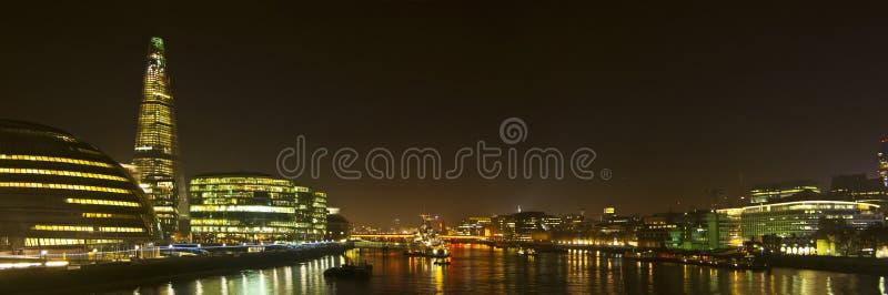 Ορίζοντας του Λονδίνου από τη γέφυρα πύργων στοκ εικόνες με δικαίωμα ελεύθερης χρήσης