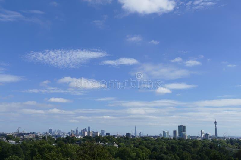 Ορίζοντας του Λονδίνου από το Primrose Hill στοκ εικόνες με δικαίωμα ελεύθερης χρήσης