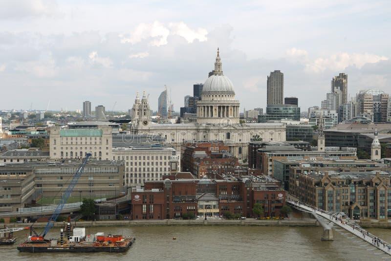 Ορίζοντας του Λονδίνου με τον καθεδρικό ναό του ST Paul ` s στοκ φωτογραφίες