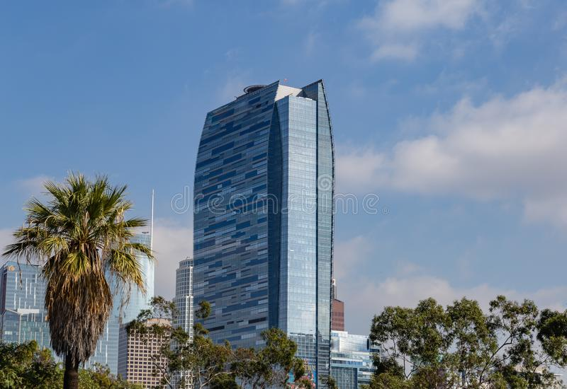 Ορίζοντας του Λος Άντζελες Καλιφόρνια που παρουσιάζει ξενοδοχείο Ritz Carlton στοκ φωτογραφία
