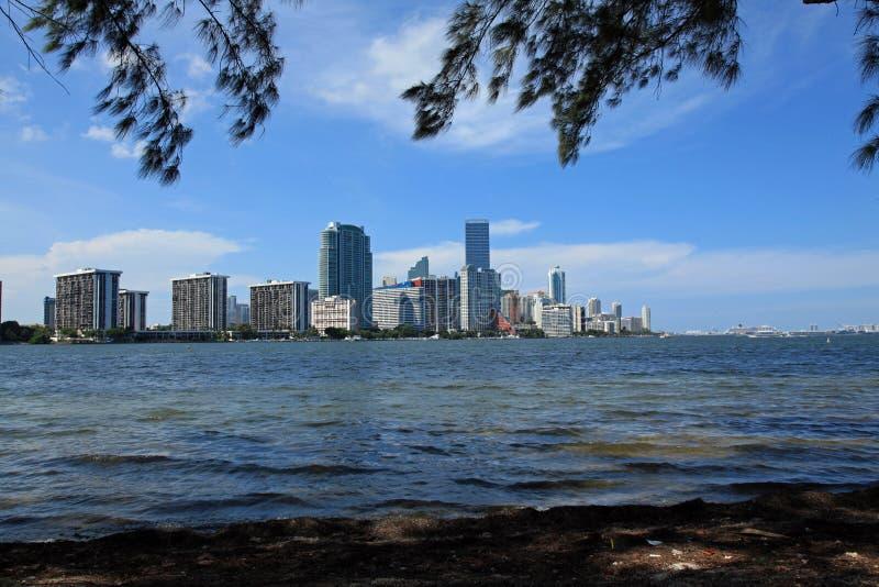 Ορίζοντας του Μαϊάμι από βασικό Biscayne στοκ εικόνα