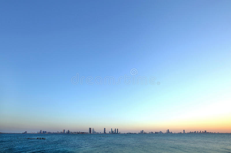 Ορίζοντας του Μπαχρέιν από την παραλία Busaiteen, φωτογραφία HDR στοκ εικόνες με δικαίωμα ελεύθερης χρήσης