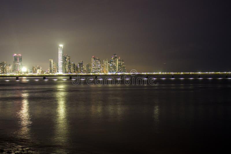 Ορίζοντας του Παναμά τη νύχτα στοκ εικόνες