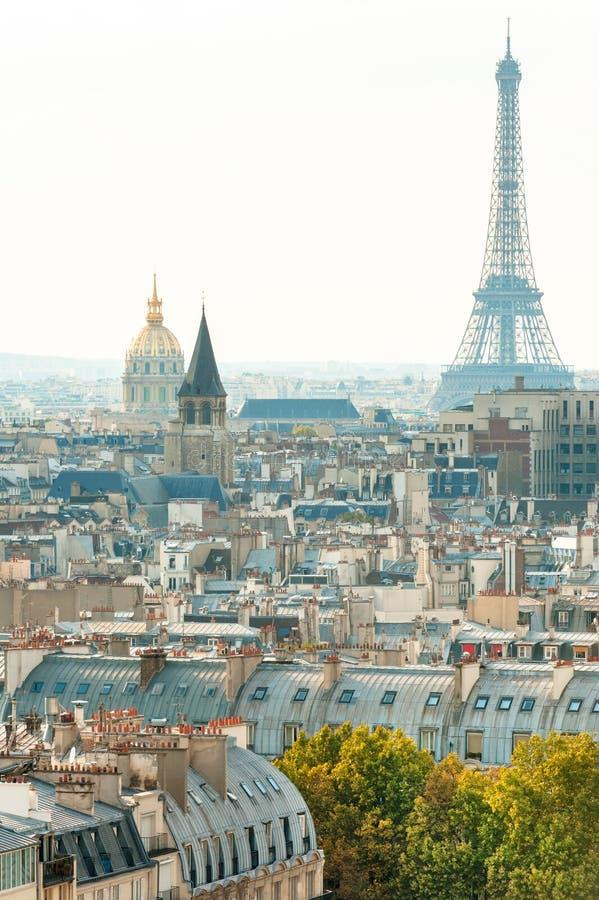 Ορίζοντας του Παρισιού με τον πύργο του Άιφελ στοκ φωτογραφίες με δικαίωμα ελεύθερης χρήσης