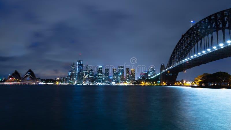 Ορίζοντας του Σίδνεϊ τη νύχτα στοκ εικόνα