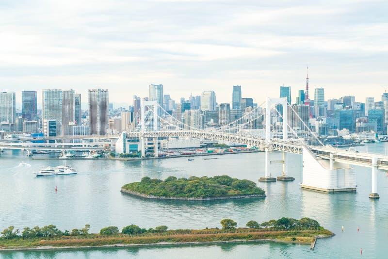 Ορίζοντας του Τόκιο με τον πύργο του Τόκιο και τη γέφυρα ουράνιων τόξων στοκ φωτογραφίες
