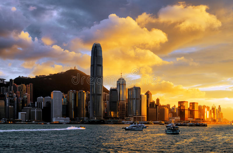 Ορίζοντας του Χονγκ Κονγκ στο ηλιοβασίλεμα στοκ φωτογραφίες