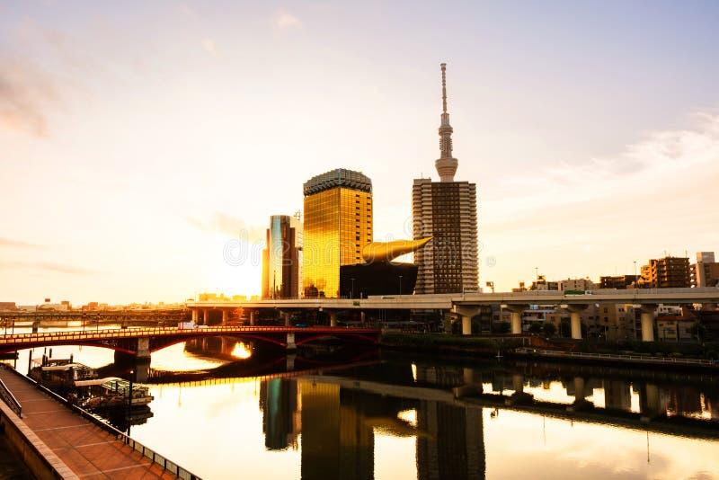 Ορίζοντας το πρωί, νεφελώδης ουρανός πέρα από τη αστική περιοχή σε Asakusa, Τόκιο στοκ εικόνα