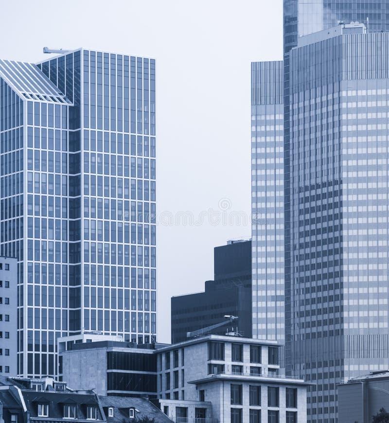 Ορίζοντας των επιχειρησιακών κτηρίων στη Φρανκφούρτη, Γερμανία στοκ εικόνες με δικαίωμα ελεύθερης χρήσης