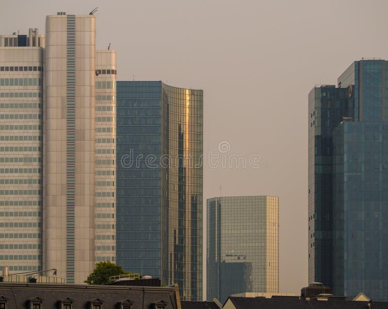 Ορίζοντας των επιχειρησιακών κτηρίων στη Φρανκφούρτη, Γερμανία στοκ εικόνα