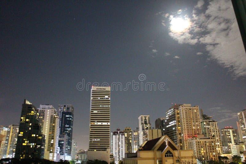 Ορίζοντας φεγγαριών Sukhumvit, Μπανγκόκ στοκ εικόνες με δικαίωμα ελεύθερης χρήσης