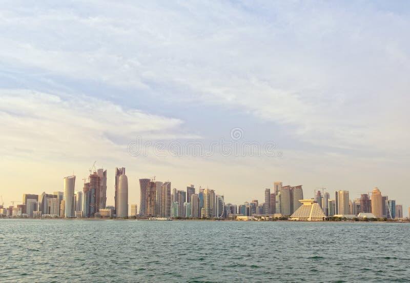 Ορίζοντας Doha στο ηλιοβασίλεμα στοκ φωτογραφία