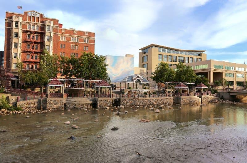 Ορίζοντας Reno κατά μήκος του ποταμού Truckee, Νεβάδα στοκ εικόνες