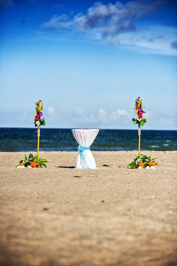 Οργάνωση γαμήλιας τελετής παραλιών στοκ φωτογραφίες