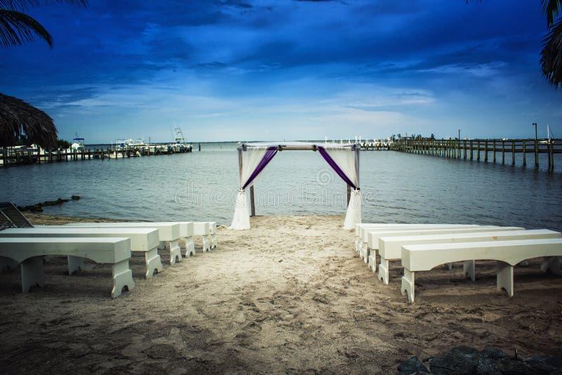 Οργάνωση γαμήλιας τελετής παραλιών στοκ φωτογραφία με δικαίωμα ελεύθερης χρήσης