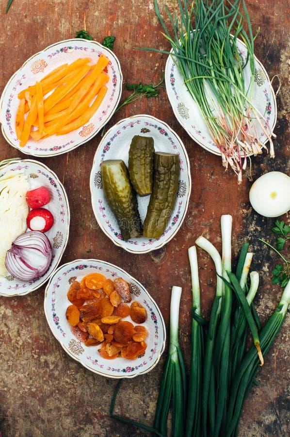 Οργανικά λαχανικά στο ξύλο Σύνθεση των οργανικών veggies στο α στοκ φωτογραφία με δικαίωμα ελεύθερης χρήσης