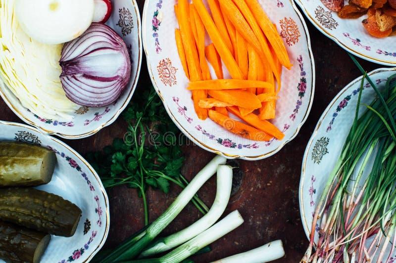 Οργανικά λαχανικά στο ξύλο Σύνθεση των οργανικών veggies στο α στοκ εικόνες με δικαίωμα ελεύθερης χρήσης
