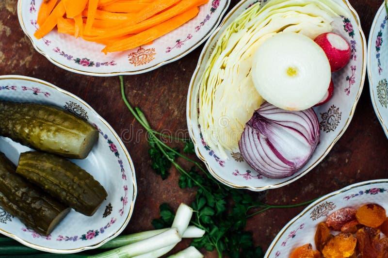 Οργανικά λαχανικά στο ξύλο Σύνθεση των οργανικών veggies στο α στοκ φωτογραφίες