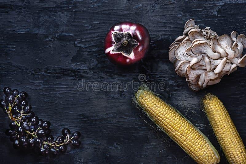 Οργανικά λαχανικά στον ξύλινο πίνακα Τοπ όψη στοκ φωτογραφία με δικαίωμα ελεύθερης χρήσης