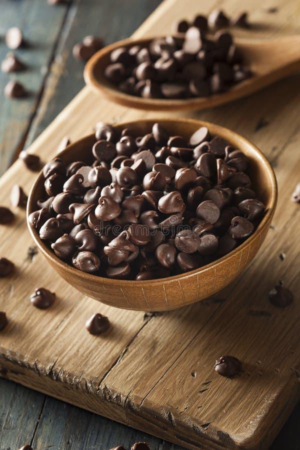 Οργανικά σκοτεινά τσιπ σοκολάτας στοκ φωτογραφία