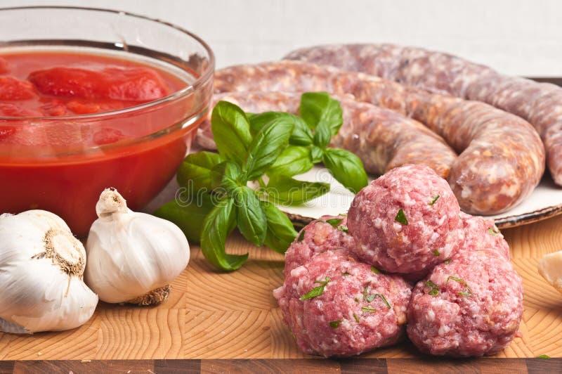 Οργανικά συστατικά για τη σπιτική σάλτσα ζυμαρικών στοκ εικόνες