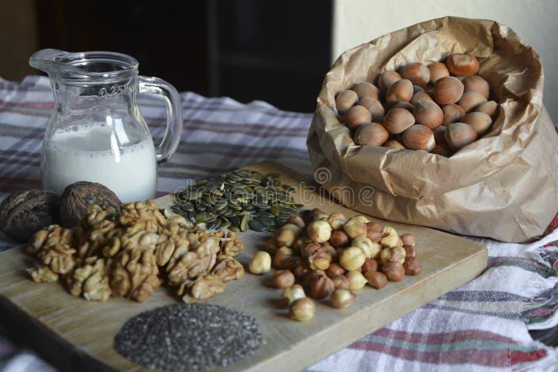 Οργανικά τρόφιμα καρυδιών στοκ εικόνα