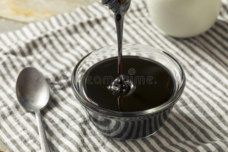 Οργανικές μαύρες μελάσες ζάχαρης καλάμων στοκ εικόνες