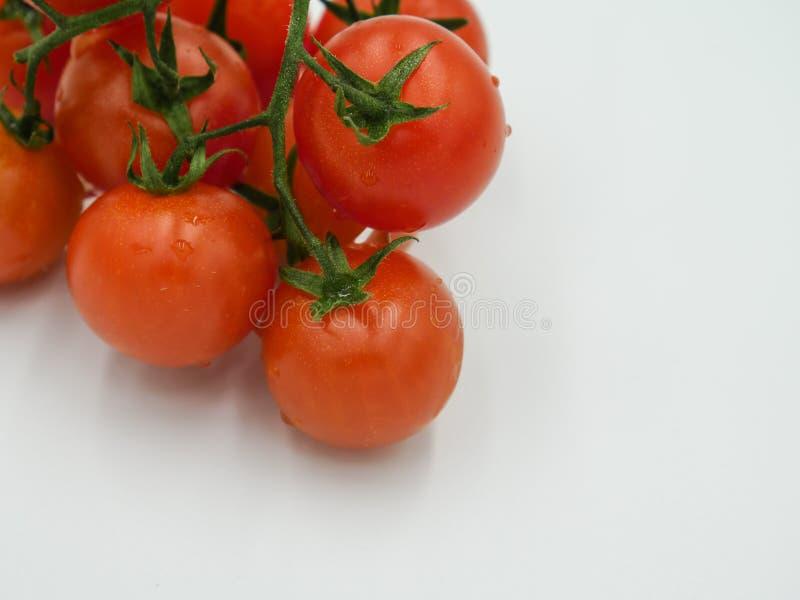 Οργανικές φρέσκες πλυμένες ντομάτες κερασιών στοκ φωτογραφίες