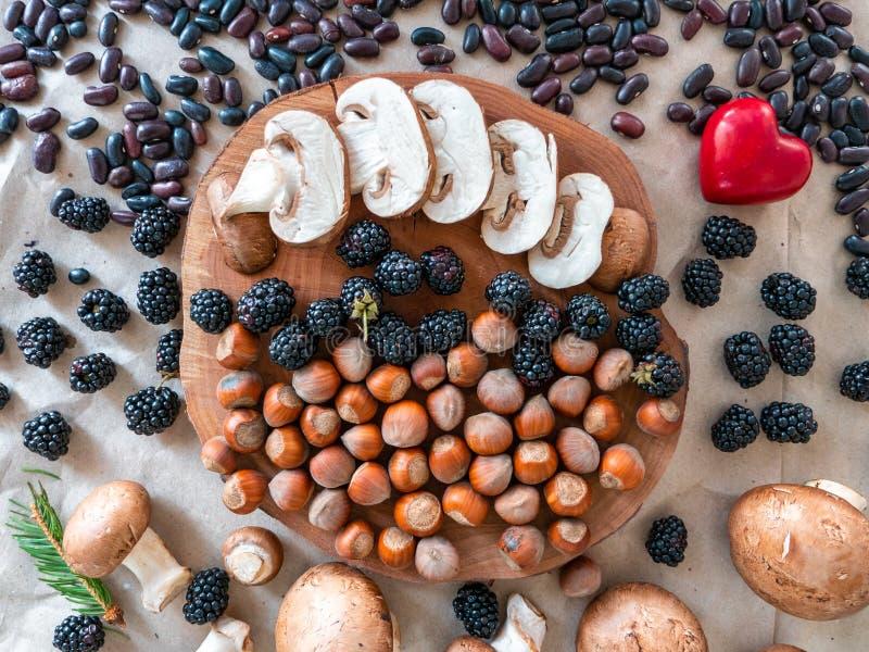 Οργανικό αγρόκτημα superfoods στο φυσικό υπόβαθρο στοκ φωτογραφία με δικαίωμα ελεύθερης χρήσης