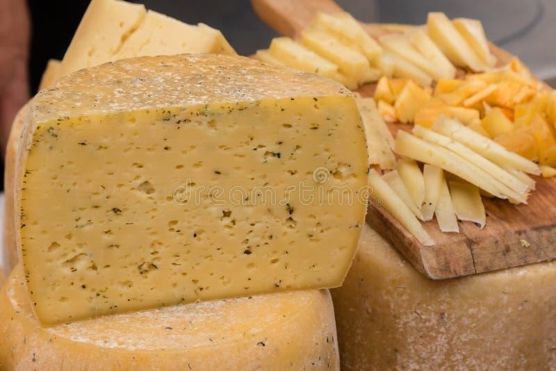 Οργανικό γαστρονομικό τυρί στοκ φωτογραφίες