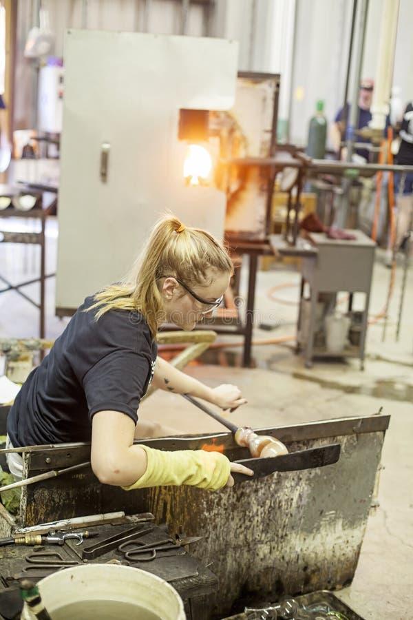οργασμοί γυαλιού ανεμιστήρων που κάνουν κύριο επάνω στοκ εικόνες