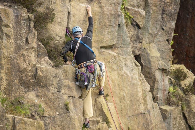 Ορειβάτης βράχου που σηκώνει στον Ουίλτον στοκ εικόνα