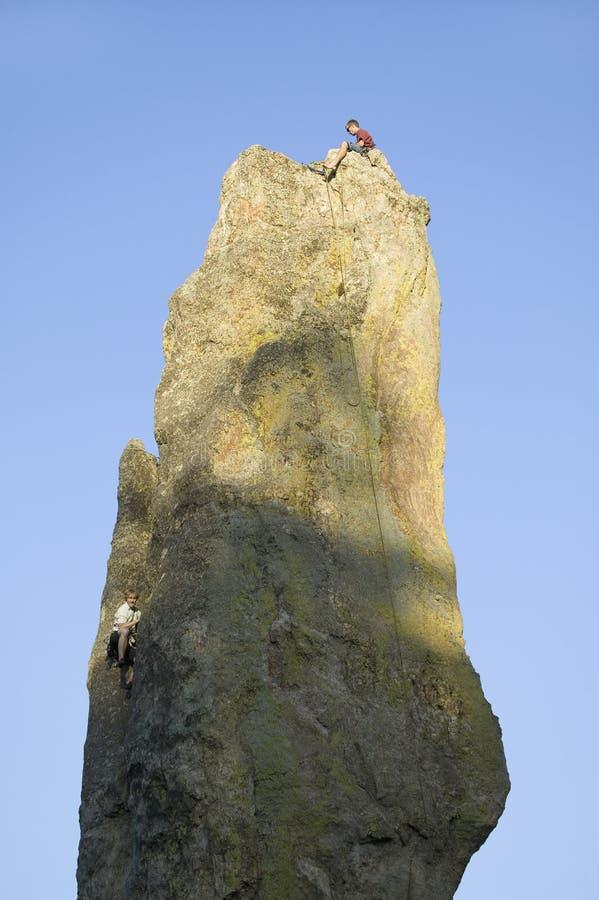Ορειβάτης βράχου στις βελόνες Εκδοτική Εικόνες