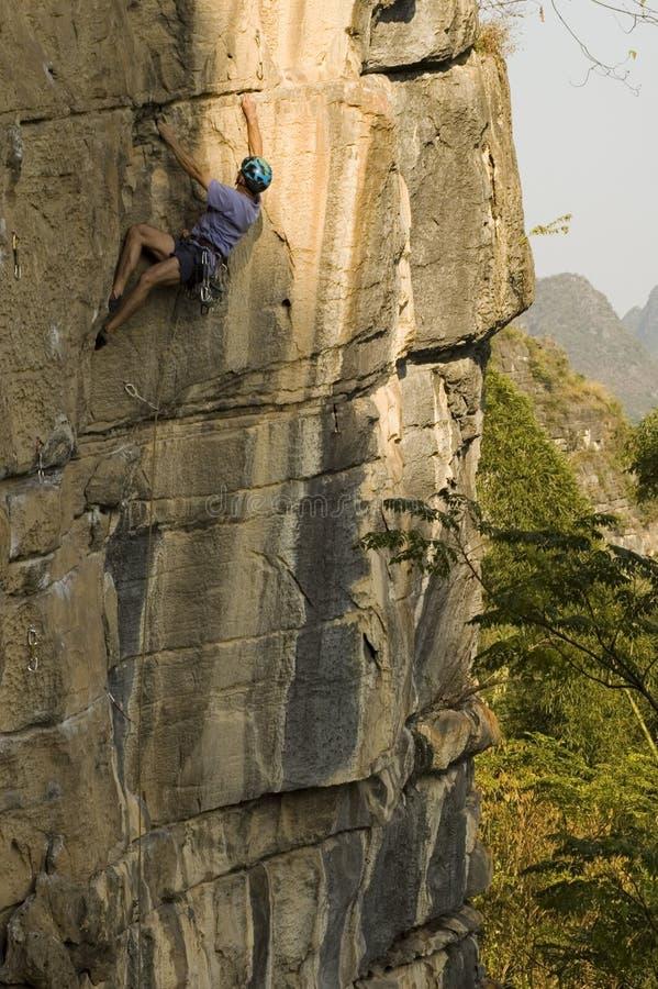 Download ορειβάτης στοκ εικόνες. εικόνα από κράνος, κλίμακα, κίνα - 394572