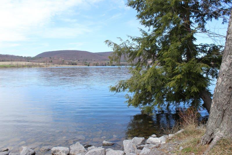 Ορεινή λίμνη στοκ φωτογραφίες