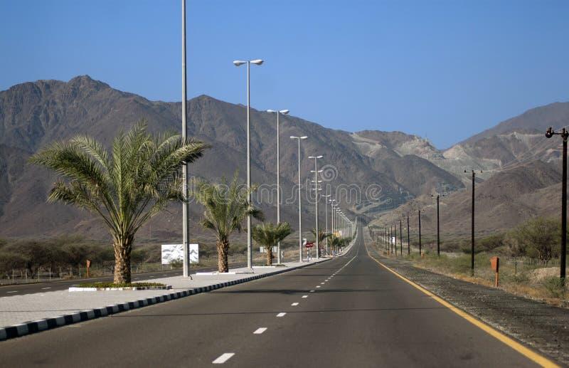 Ορεινός δρόμος σε Kalba - το Φούτζερα, Ε.Α.Ε. στοκ φωτογραφίες