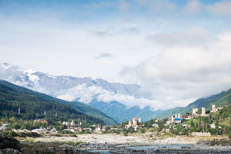 Ορεινό χωριό Mestia στην κοιλάδα, Svaneti, Γεωργία στοκ φωτογραφίες με δικαίωμα ελεύθερης χρήσης