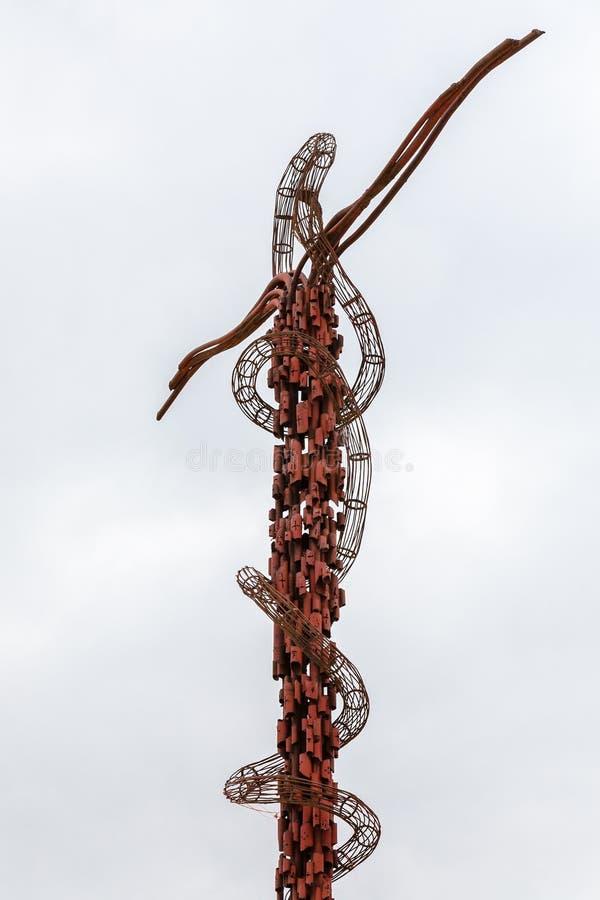 Ορειχάλκινο μνημείο φιδιών πάνω από το υποστήριγμα Nebo στοκ φωτογραφία με δικαίωμα ελεύθερης χρήσης