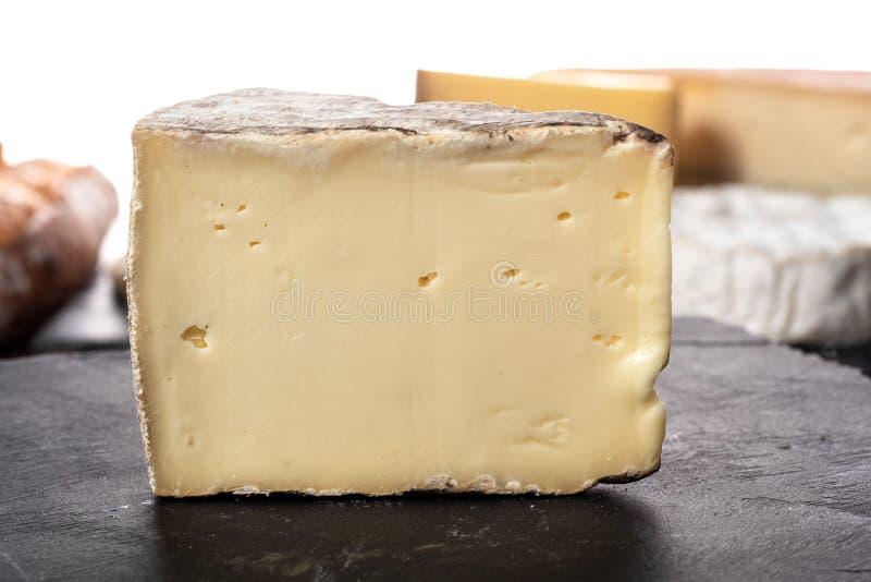 Ορεκτικό βουνό γαλλικά τυριών tomme στοκ φωτογραφίες