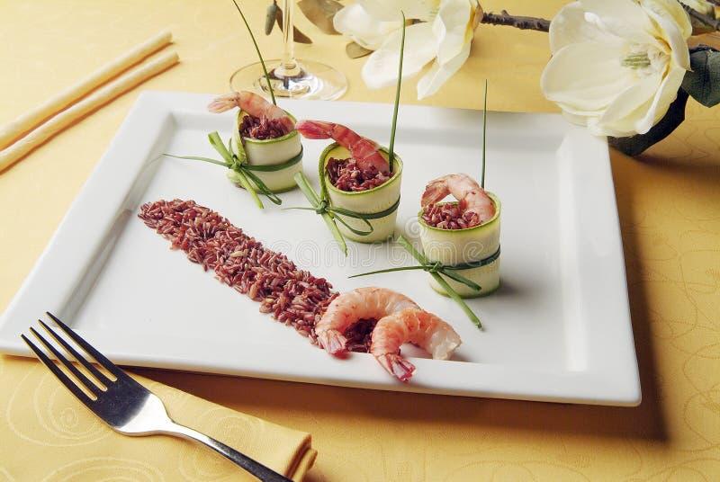 Ορεκτικό του κόκκινου ρυζιού με τις γαρίδες και τα κολοκύθια στοκ εικόνες με δικαίωμα ελεύθερης χρήσης