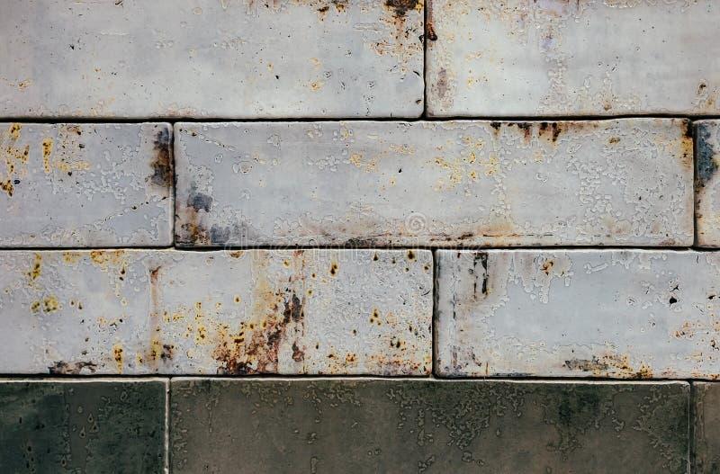 Ορθογώνιο βερνικωμένο υπόβαθρο κεραμιδιών με την επίδραση σκουριάς στοκ φωτογραφία με δικαίωμα ελεύθερης χρήσης
