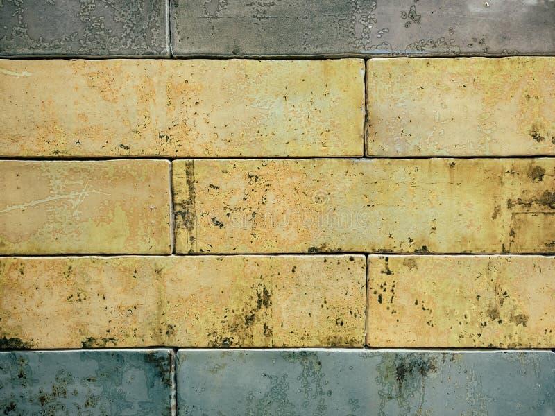 Ορθογώνιο βερνικωμένο υπόβαθρο κεραμιδιών με την επίδραση σκουριάς στοκ εικόνες